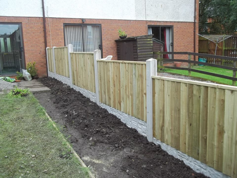 Concrete slot fence posts